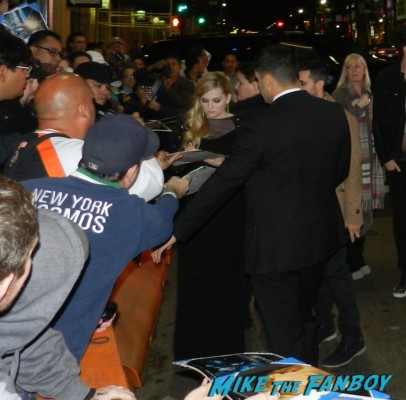 abigail breslin signing autographs ender's game movie premiere debacle red carpet harrison ford 037