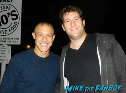 theo rossi signing autographs  sons of anarchy one heart benefit charlie hunnam leaving