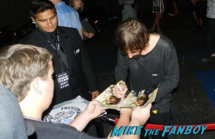 Niko Nicotera signing autographs  sons of anarchy one heart benefit charlie hunnam leaving