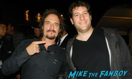 Kim Coates signing autographs  sons of anarchy one heart benefit charlie hunnam leaving