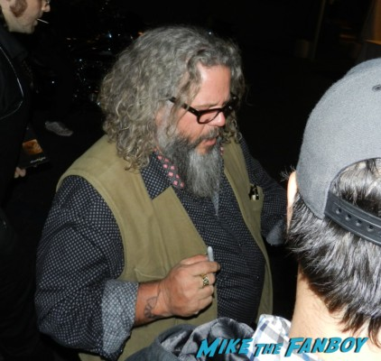 Mark Boone Jr. signing autographs  sons of anarchy one heart benefit charlie hunnam leaving