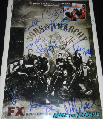 Sons of anarchy signed season 5 pressbook charlie hunnam mark boone jr. Mark Boone Jr. signing autographs  sons of anarchy one heart benefit charlie hunnam leaving