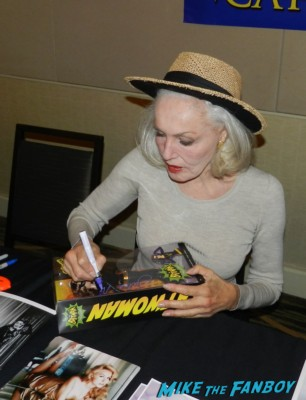 julie newmar signing autographs at hollywood show julie newmar signing autographs catwoman barbie 003
