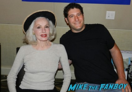 mike the fanboy and julie newmar now 2013 hollywood show julie newmar signing autographs catwoman barbie 008