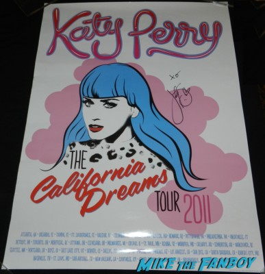 katy perry signed autograph 2011 tour poster rare signing autographs meeting fans prism release day I h 028