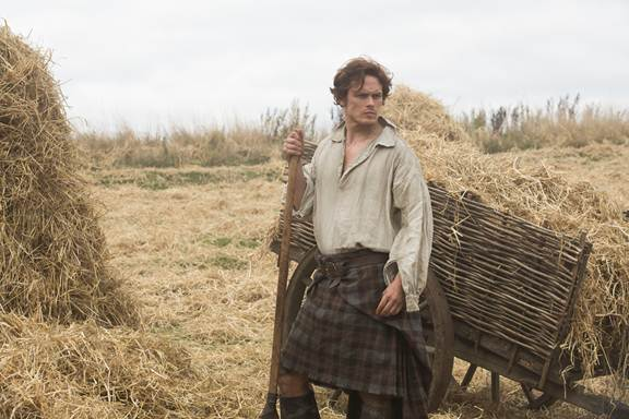 SAM HEUGHAN AS JAMIE FRASER outlander first look photo 2014 starz