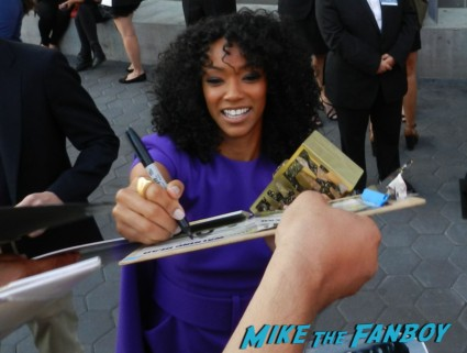 Sonequa Martin-Green signing autographs the walking dead season 4 premiere red carpet norman reedus hot 119