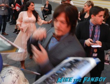 sexy norman reedus signing autographs the walking dead season 4 premiere red carpet norman reedus hot 131