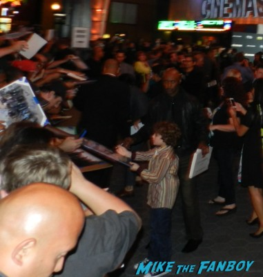 steven yeun signing autographs at the walking dead season 4 premiere red carpet norman reedus hot 151