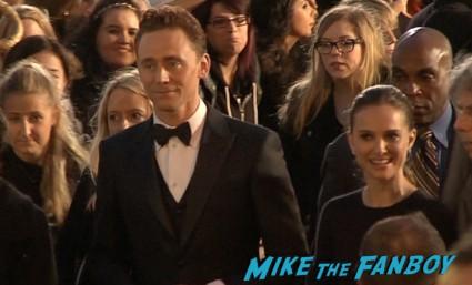 tom hiddleston signing autographs thor the dark world london movie premiere natalie portman signing autographs (23)