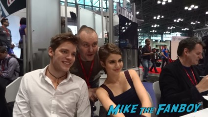 Dominic Sherwood (Christian) and Sami Gayle (Mia) vampire academy autograph signing hot sexy nycc 2013 (2)