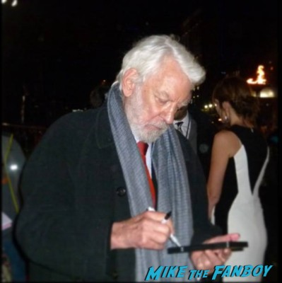 donald sutherland Signing autographs hunger games catching fire uk movie premiere