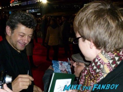 andy serkis Signing autographs hunger games catching fire uk movie premiere