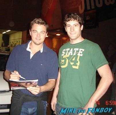 Leonardo DiCaprio fan photo signing autographs for fans meeting signed autograph rare leonardo dicaprio signing autographs fan photo meeting rare hot 001