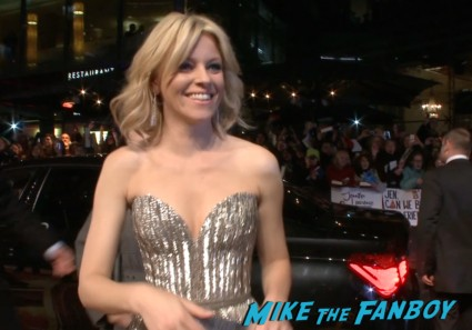 elizabeth banks at the Hunger games catching fire berlin premiere jennifer lawrence signing autographs (3)
