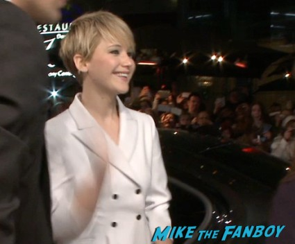 Jennifer Lawrence at the Hunger games catching fire berlin premiere jennifer lawrence signing autographs (3)