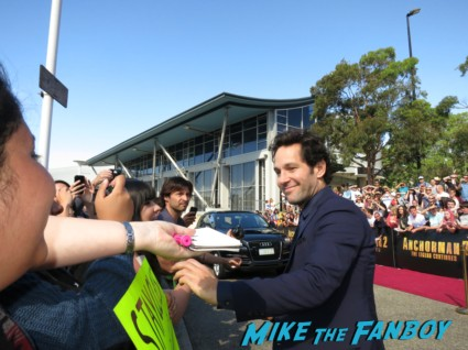 paul rudd signing autographs anchorman 2 australian movie premiere