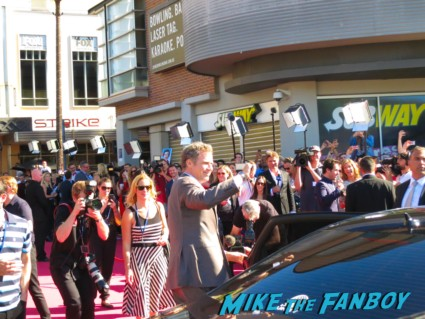 will ferrell signing autographs anchorman 2 australian movie premiere
