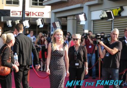 Kirsten Dunst signing autographs anchorman 2 australian movie premiere