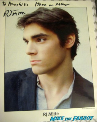Breaking Bad's RJ Mitte world market autograph signing