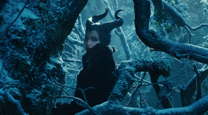 maleficent press promo still photo angelina jolie elle fanning