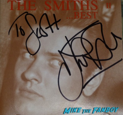 Smirhs Best the queen is dead johnny marr signed autograph lp guitar pic Johnny Marr signing autographs for fans the smiths