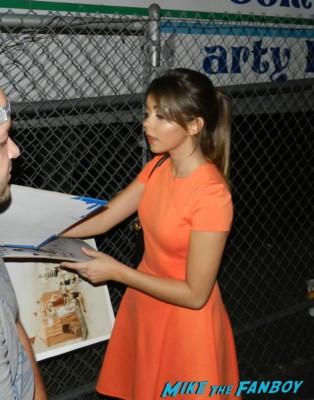 sarah hyland signing autographs jimmy kimmel live 2013 018