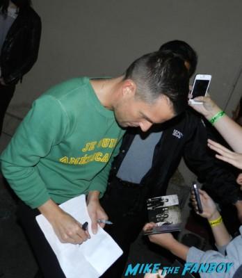 brandon flowers signing autographs jimmy kimmel live 2013 023