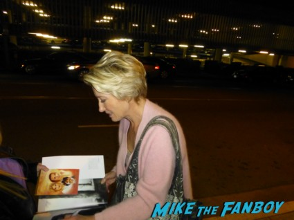 emma thompson signing autographs for fans colin farrell emma thompson signing autographs saving mr banks q and a hot sexy (6)