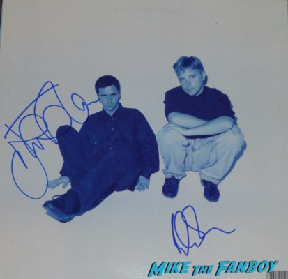 johnny marr signed autograph lp guitar pic Johnny Marr signing autographs for fans the smiths