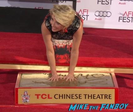 emma thompson hand print ceremony chinese theater saving mr  banks (23)