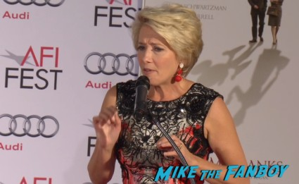 emma thompson hand print ceremony chinese theater saving mr  banks (23)