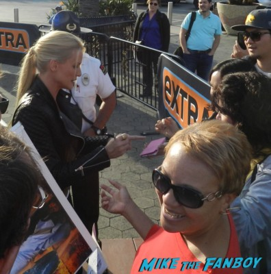 Meeting Nicollette Sheridan signing autographs for fans