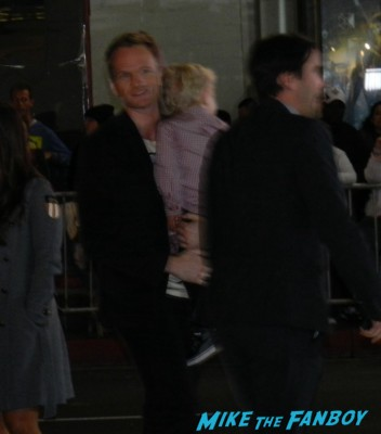 neil patrick harris arriving to the frozen movie premiere los angeles red carpet 044