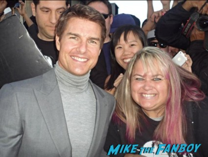 hobby - Tom Cruise signing autographs fan photo