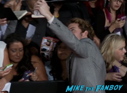 sam claflin  hunger games catching fire los angeles premiere jennifer lawrence josh hutcherson (25)