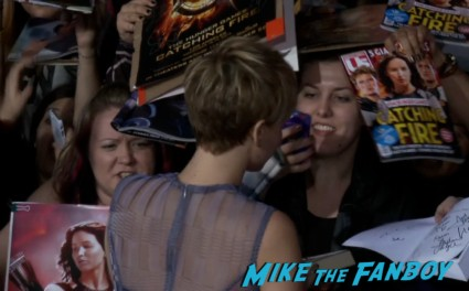 jennifer lawrence signing autogaphs for fans  hunger games catching fire los angeles premiere jennifer lawrence josh hutcherson (25)