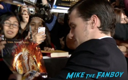 josh hutcherson signing autogaphs for fans  hunger games catching fire los angeles premiere jennifer lawrence josh hutcherson (25)