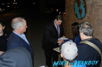 john goodman signing autographs for fans aero 001