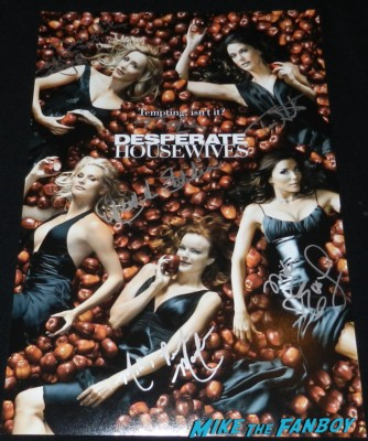 desperate housewives season 2 apple poster signed autograph TV Guide magazine cover nicollette sheridan teri hatcher eva longoria marcia cross Meeting Nicollette Sheridan signing autographs for fans