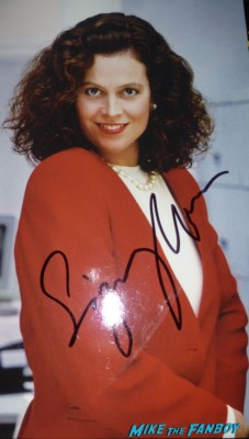 sigourney weaver signing autographs (3)
