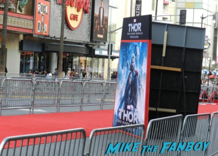 thor dark world movie premiere red carpet chris hemsworth 001