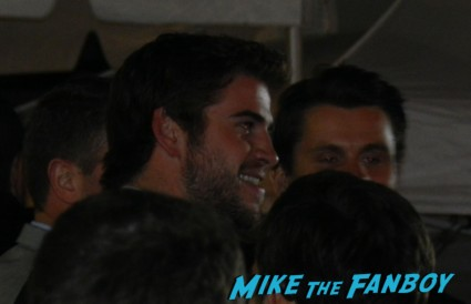 liam hemsworth arriving at the thor dark world movie premiere red carpet chris hemsworth 033