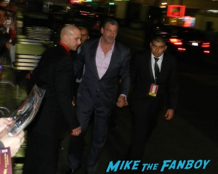 ray stevenson signing autographs at thor dark world movie premiere red carpet chris hemsworth 043