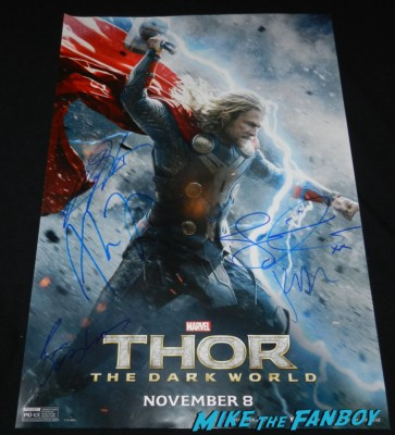 signed autograph thor the dark world movie poster thor dark world movie premiere red carpet chris hemsworth 047