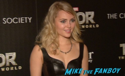 AnnaSophia Robb at thor dark world new york screening premiere natalie portman (3)
