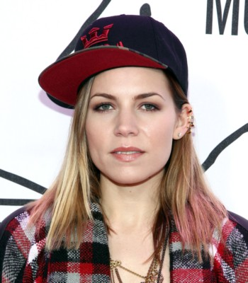 skylar grey at the youtube awards with skylar grey lady gaga red carpet (2)
