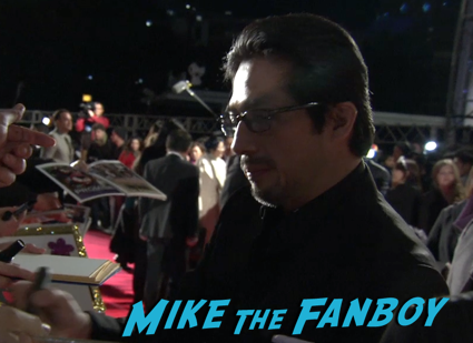 47 Ronin Japanese movie premiere keanu reeves signing autographs 10
