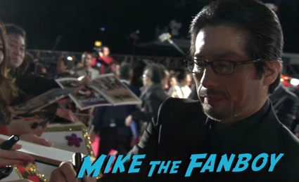 47 Ronin Japanese movie premiere keanu reeves signing autographs 11