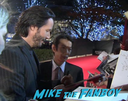 47 Ronin Japanese movie premiere keanu reeves signing autographs 15